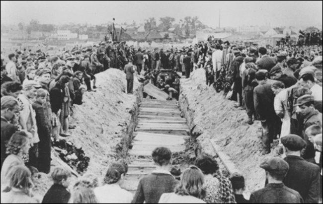 Polonia entierra su antisemitismo